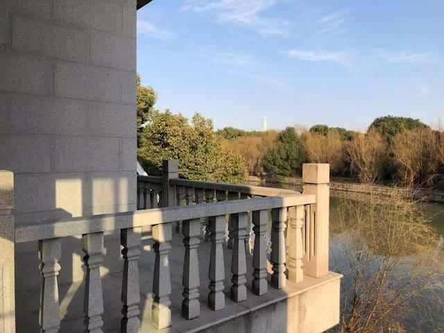 周庄原宿恬园东一房 二楼30平,落地窗,带水景,带临水阳台。订2天送一天
