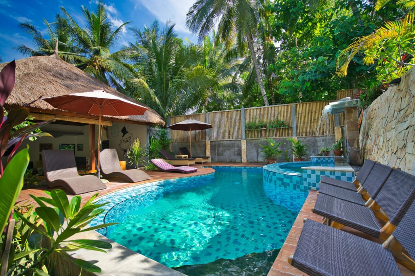 A shared plunge pool for your refreshment
