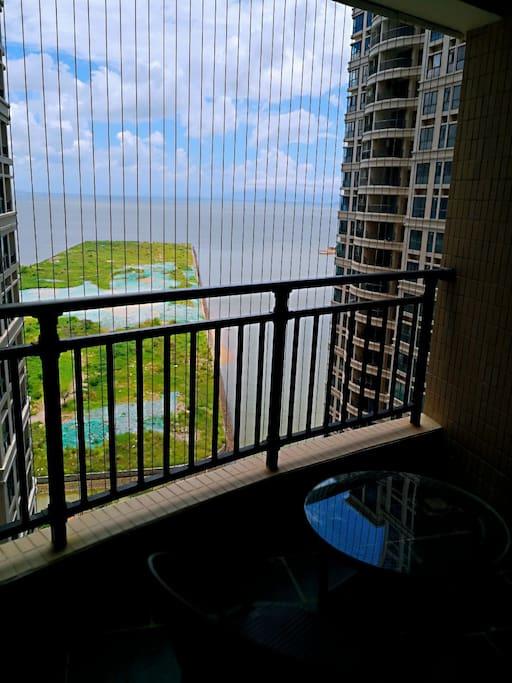 阳台看一线海景 呼吸来自南海的负离子