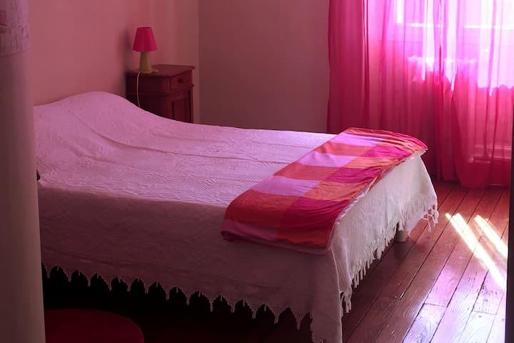 Mazamet : chambre lit double, possibilité de repas