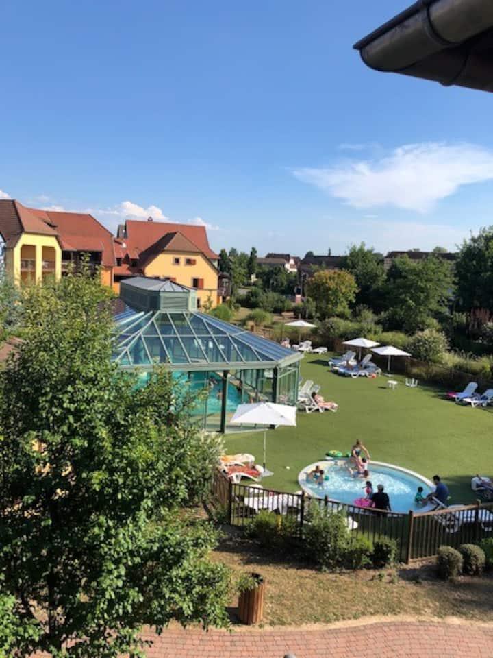 Loue appartement à Eguisheim (piscine du complexe)