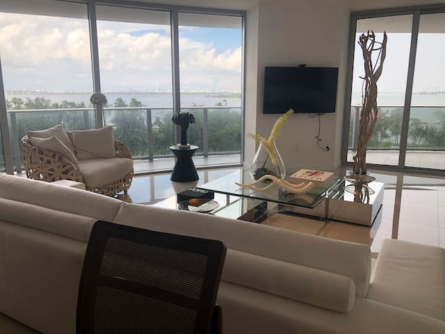 Miami Beach view -Room in Luxury Apartment-Miami