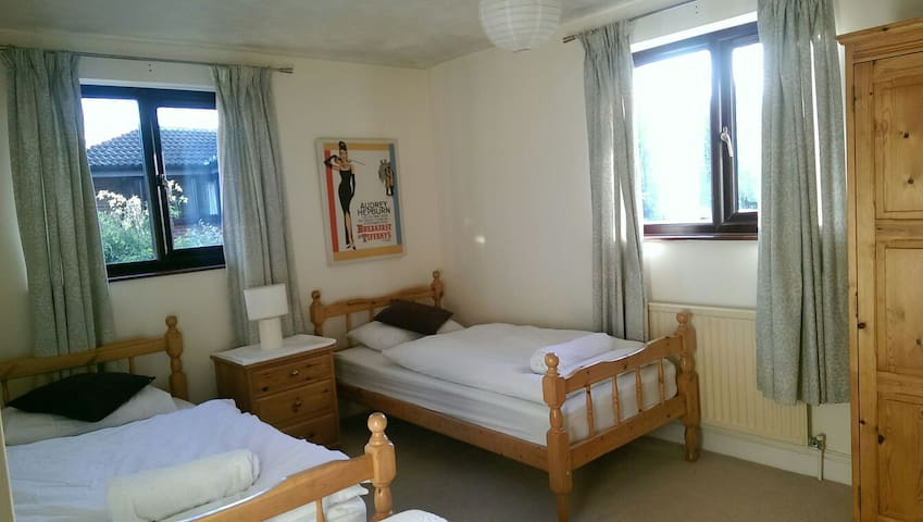 Large room in Downhead Park