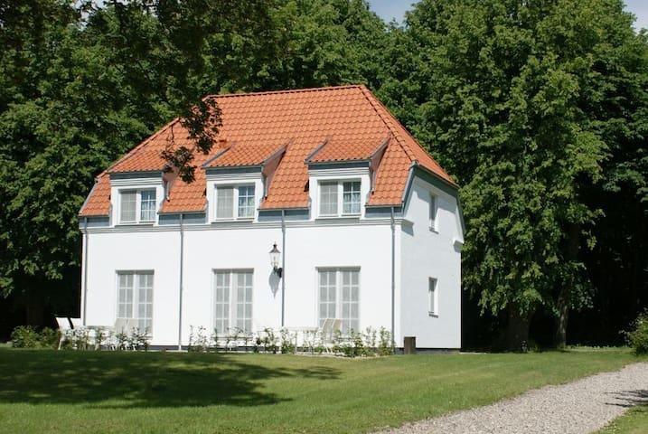 4 personers værelse i parken til Hvedholm Slot - Faaborg - Hus