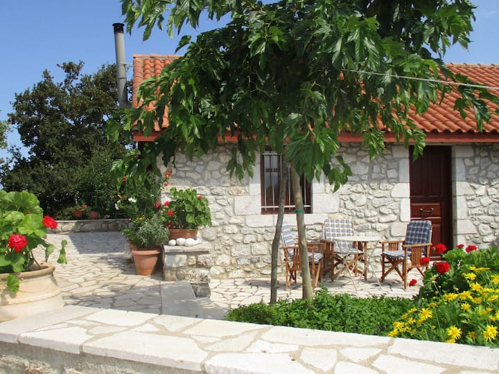 Amygdalia a Stone House 'For You' in Leonidion85m2