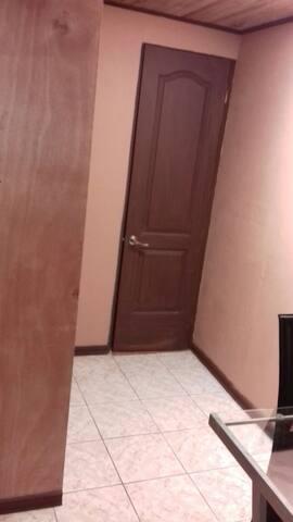 Cómoda habitación en el centro de San Ramon.