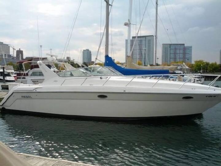 Regal yacht boat 42 feet