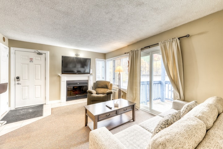 Memorable condo w/ shared pool/hot tub/tennis - walk to lifts!
