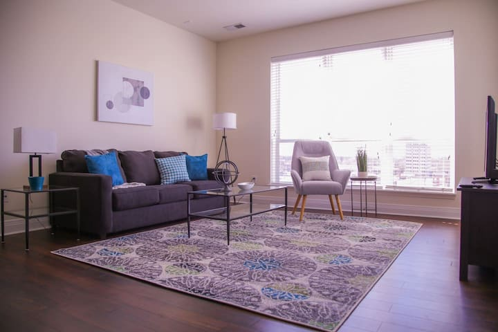 LUXE & MODERN DOWNTOWN 1BR NEAR DINING