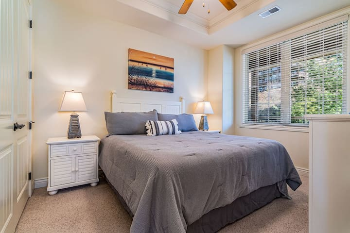 Guest bedroom with a KING bed.