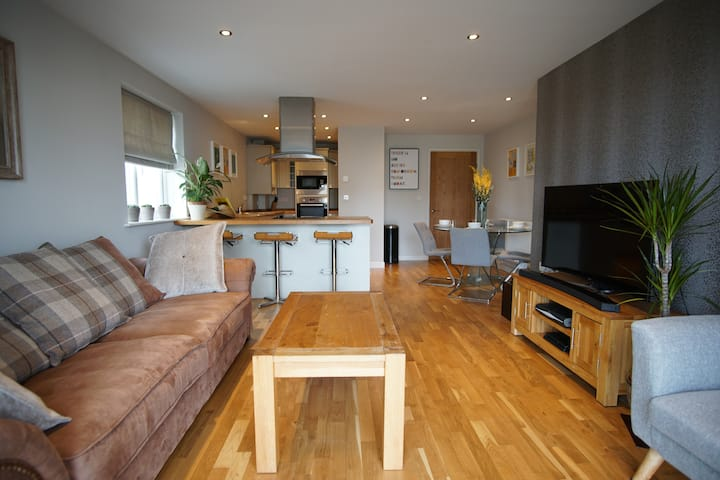 Stylish Apartment minutes from Newquay Beaches