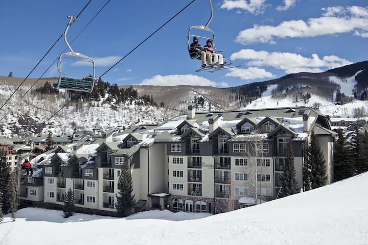 Modern condo retreat w/ ski-in/ski-out access, fireplace, shared pool & hot tub!