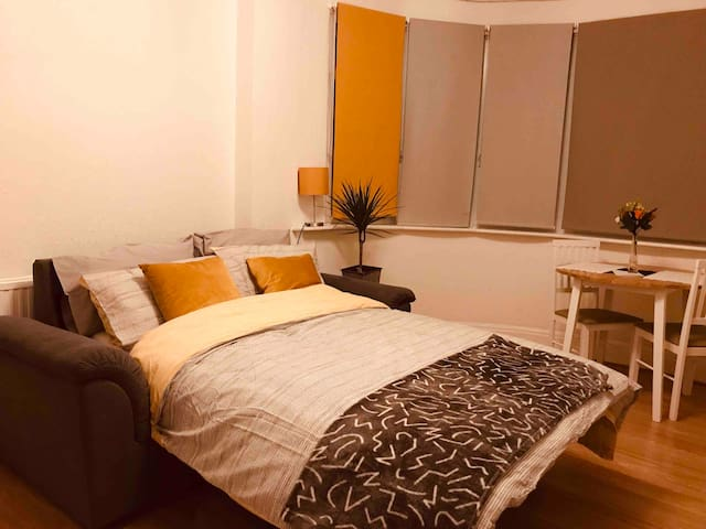 Comfortable Room close to Train Stations+Airport