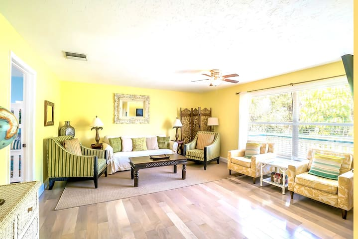 Eight Steps to path of #1 Beach on Siesta Key! - Old Man and the Sea Inn 2BR (D)