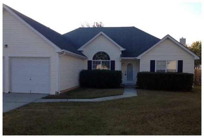 Comfy Atlanta Metro Area Home - Snellville - House