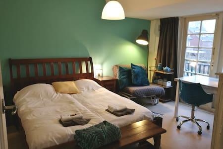 Private room &bath near Amsterdam & airport