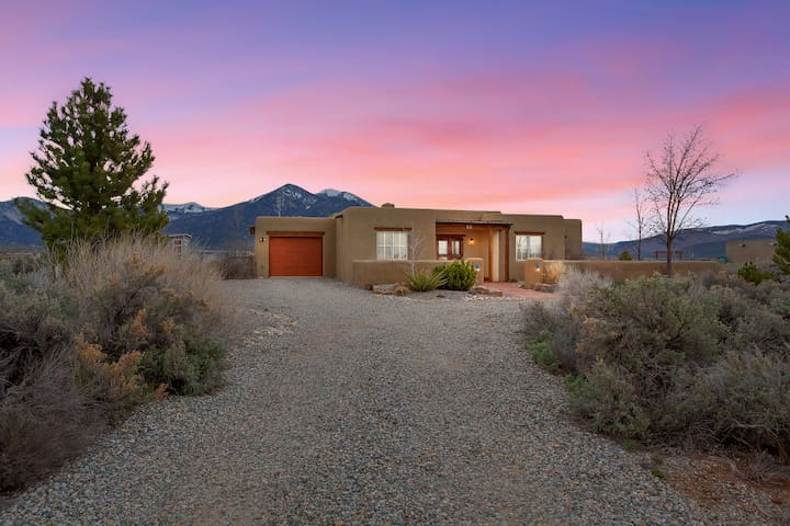 ❂ Luxurious Adobe Home Near Ski Area/Taos Pueblo ❂