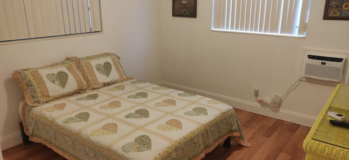 Room in Hollywood, Florida