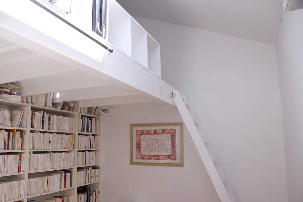 Votre chambre (échelle de meunier accès mezzanine)