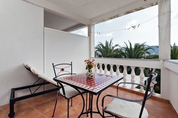 Green apt (sea view,terrace, for 2) - Vis
