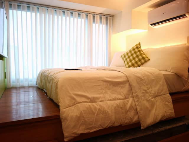Studio at the Heart of the Makati CBD + NETFLIX