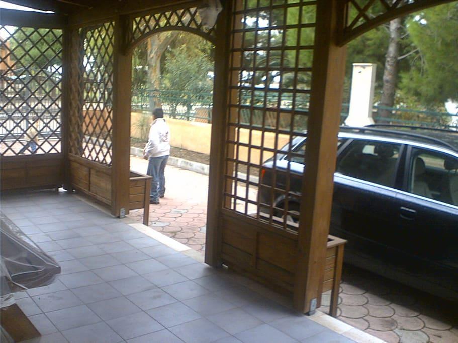 Villa a 2 piani con ampio giardino villas for rent in for Piani artigiani con suite in suocera