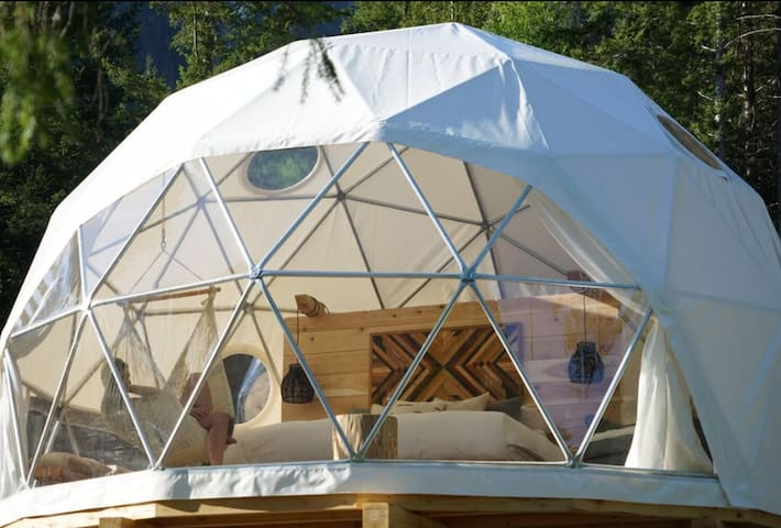 Zen Dome Experience (off the grid)