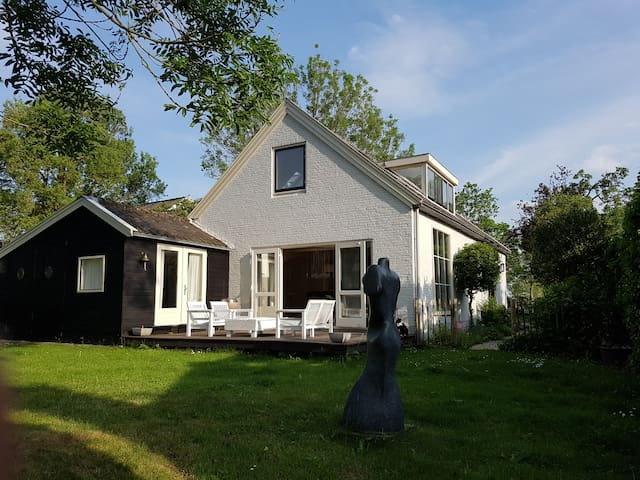 Comfortable, Spacious Detached Villa on the Vecht