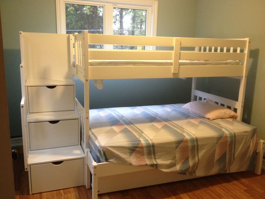 Bunk beds (with pull out third bed)