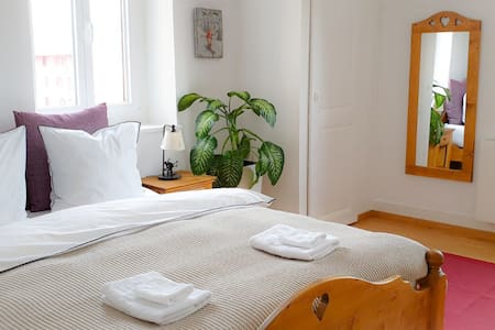 Quiet, bright & cosy Swiss apartment with parking