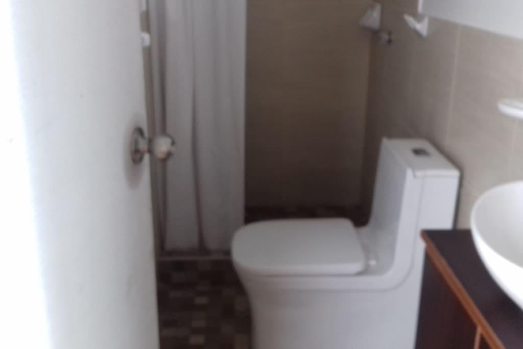 Baño de la habitacion 1.