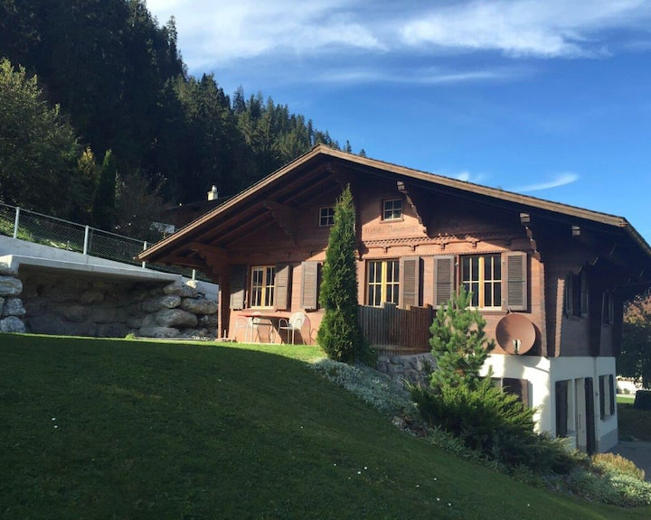 Chalet 2 bedroom with mountain view in Zweisimmen.