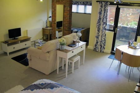 City centre en-suite room with sofa - Winchester