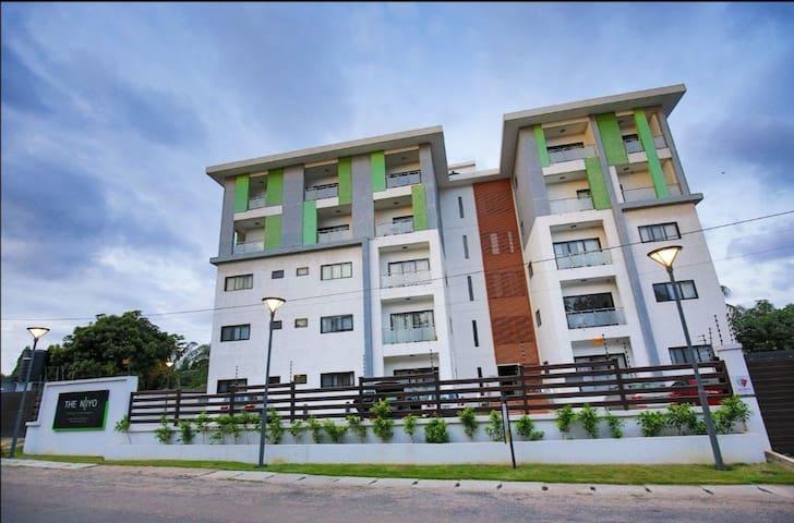 Large Luxury 1 bedroom Penthouse-level Apartment