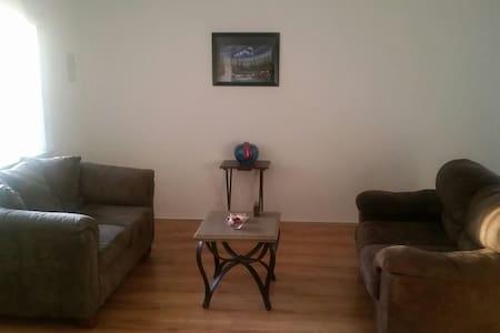 Private, Single Room in 4 Hills - Albuquerque - Rumah
