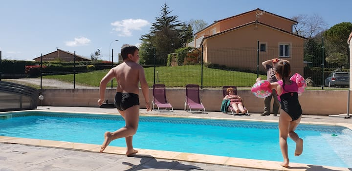 Large 3 * house - pool at the foot of the Pyrenees