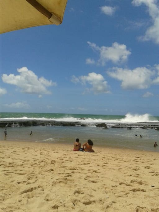 Praia da Praça de Arembepe com Piscinas Naturais