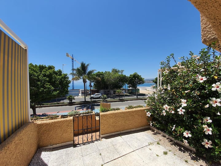 Beautiful 1 Bed townhouse with sea views