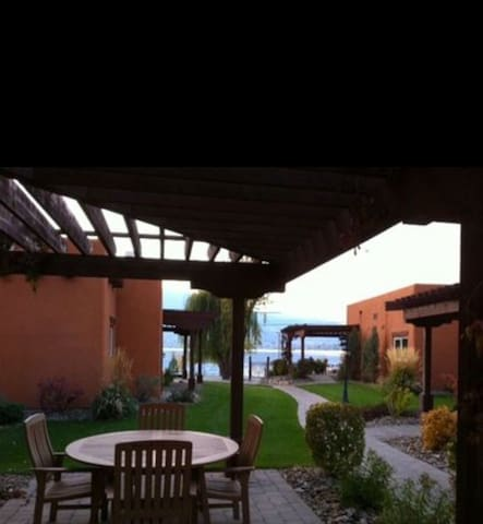 Stunning lakefront villa in Osoyoos