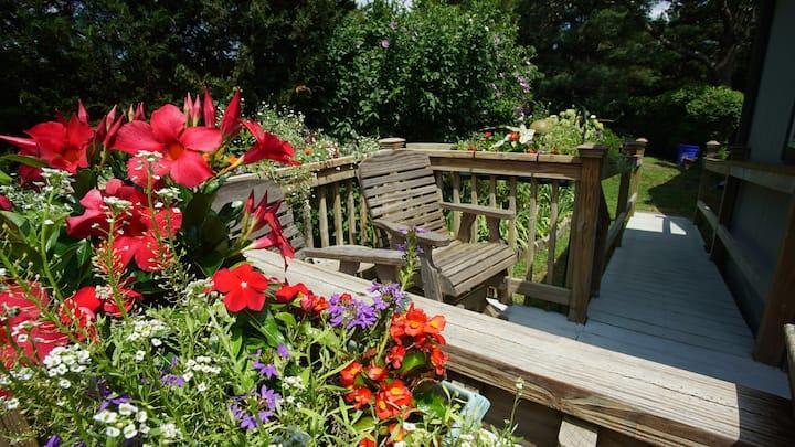 Leenie's Garden Hideaway