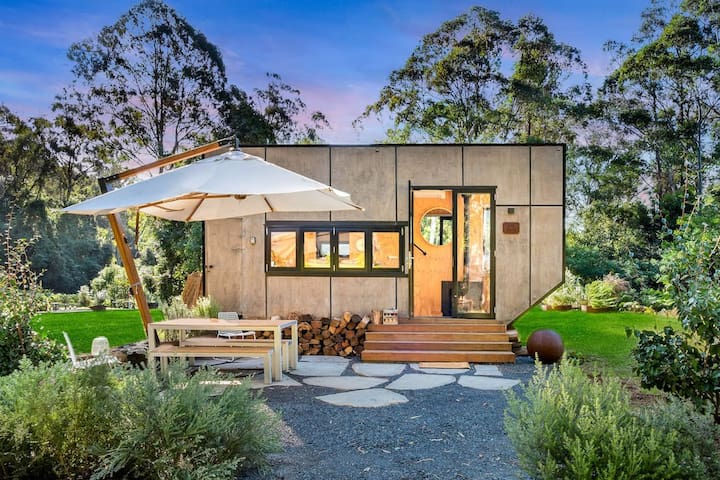 Arabella - Award Winning Tiny Home On 140 Acres.