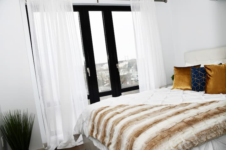 ★★LUXURY TOP FLOOR | ❤ASTORIA | WiFi | 15 MIN NYC