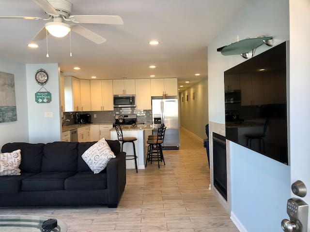 3BR 2Bath on the beach w/ parking- family friendly
