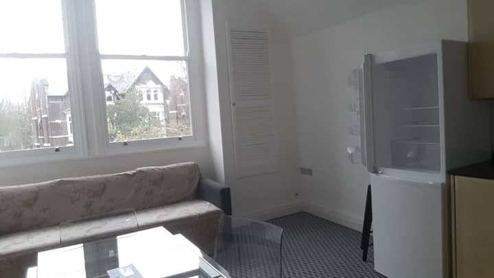 Very nice flat near Lark lane third floor , lift.