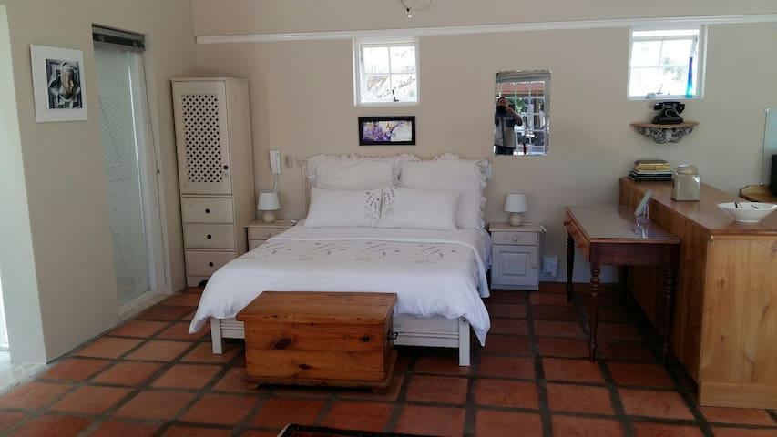 Luxerious Mulberry Cottage Self Catering. - McGregor