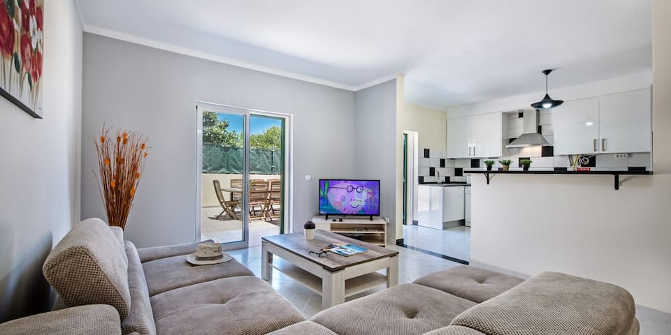 3Bed Townhouse in Fuseta w/ private garden & BBQ