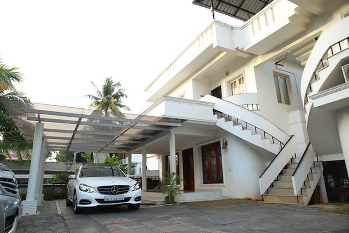 Deluxe A/C villa in Cochin     @KANADAN HOMES - エルナクラム - 別荘