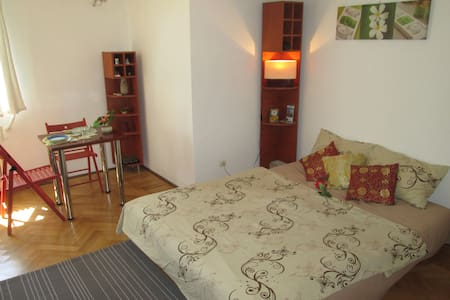 Central Studio in Bucharest Old Town - Apartment