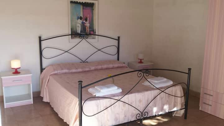 Camera bianca indip.con bagno in c.
