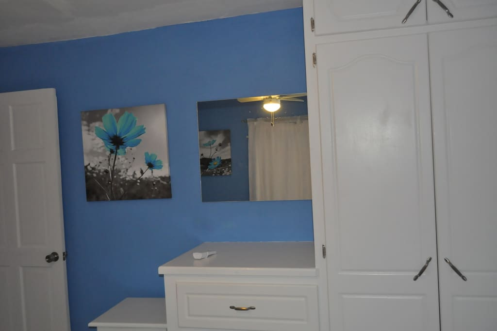1 Bedroom Apt In Paradise Apartments For Rent In